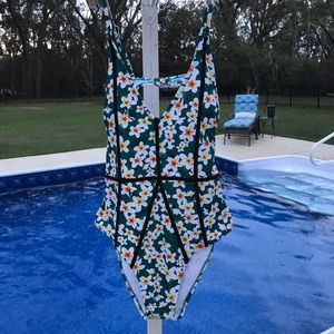 Cupshe One Piece Swimsuit Size L NWT